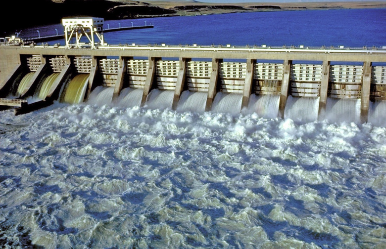 Photo of dam on the lower Snake River courtesy Northwest River Partners