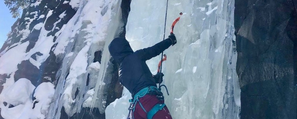Lorea Zabaleta ascending a wall of ice